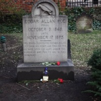 Мистериозната приказна за човекот кој 70 години го посетувал гробот на Едгар Алан По!