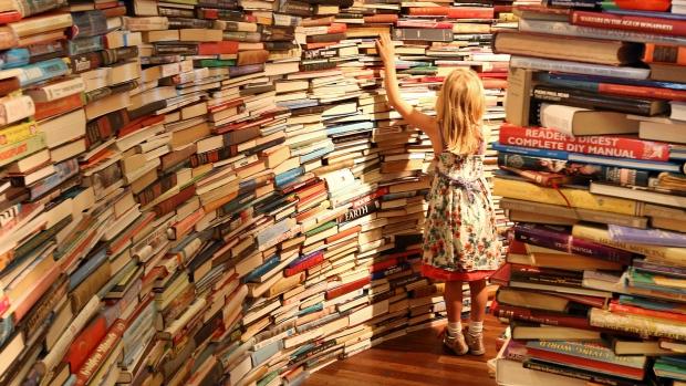 child-in-a-bookstore