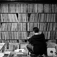 Ноќта кога Харуки Мураками пуштал музика на едно јапонско радио...